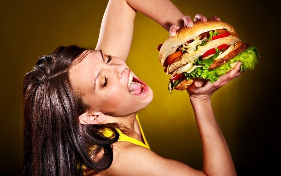 В Великобритании запретят рекламировать вредную еду днем